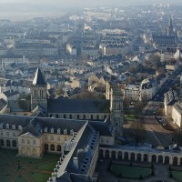 Abbaye_aux_hommes_de_Caen_et_Conseil_Régional_de_Basse-Noramndie._Photo_aérienne_François_Monier_.jpg