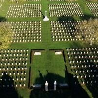 Cimetière_militaire_canadien_Bény_sur_mer._photo_aérienne_Septième_Ciel_Images_._François_Monier_déc_._2013_.JPG