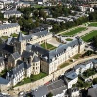 Parc_du_Conseil_régional_à_Caen.jpg