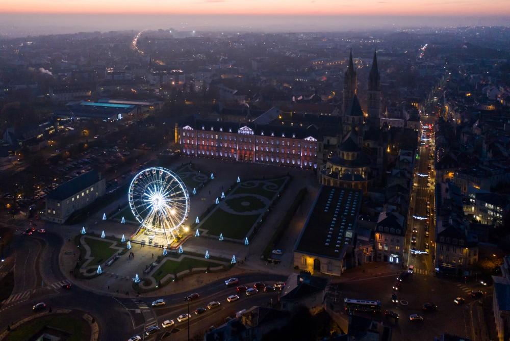 Grande_roue_Hotel_de_Ville_Caen_nuit_déc_2019.JPG