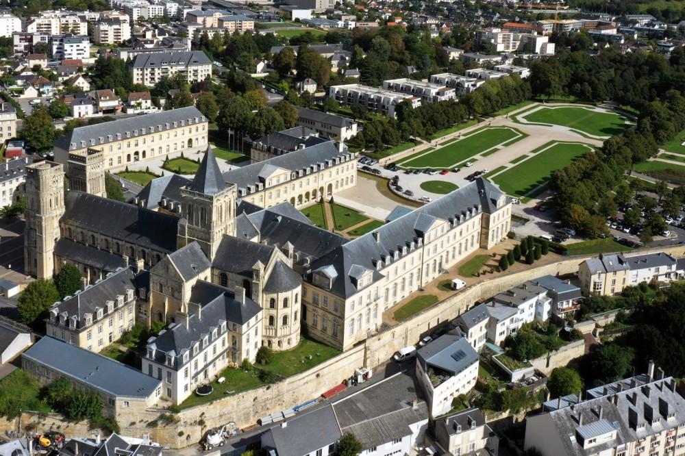 Parc_du_Conseil_régional_à_Caen1.jpg